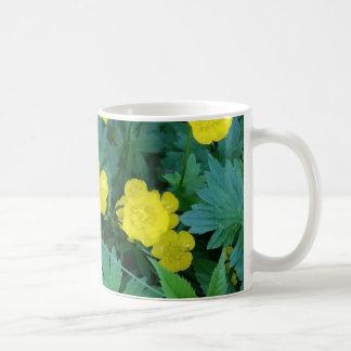 キンボウゲのテーマのクラシックなマグ コーヒーマグカップ