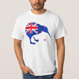 キーウィのニュージーランドの旗のサッカーのフットボールのギフト Tシャツ