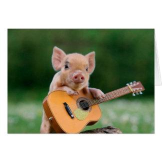 ギターを演奏しているおもしろいでかわいいブタ カード