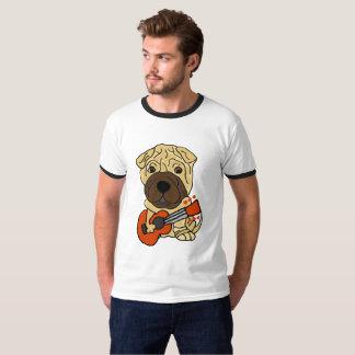 ギターを演奏しているおもしろいなShar Peiの小犬 Tシャツ