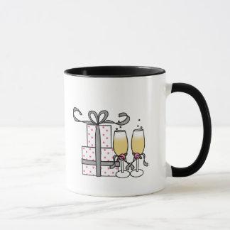 ギフトおよびシャンペンのマグ マグカップ