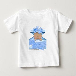 ギフトの箱青いバージョン2のベビー ベビーTシャツ