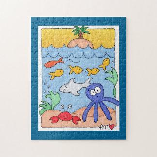 ギフト用の箱が付いている海のビーチの魚の写真のパズルの下 ジグソーパズル