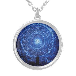 ギュスターブDore白いバラの(青い)ネックレス シルバープレートネックレス