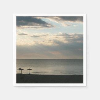 ギリシャのビーチの紙ナプキン上の朝の空 スタンダードカクテルナプキン