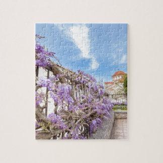 ギリシャの塀の咲く青い藤のsinensis ジグソーパズル