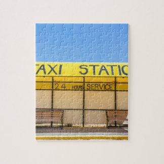 ギリシャの海岸の黄色いタクシーの場所 ジグソーパズル