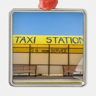 ギリシャの海岸の黄色いタクシーの場所 メタルオーナメント