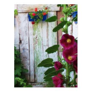 ギリシャの花園のギリシャの青いドア ポストカード