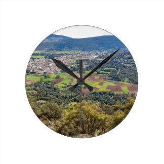 ギリシャの谷の家が付いている村を美化して下さい ラウンド壁時計