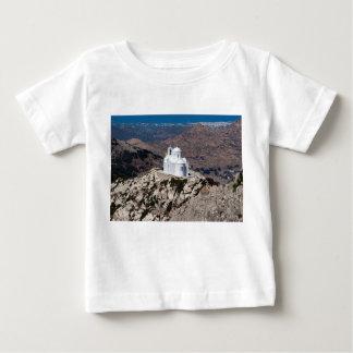 ギリシャ山の孤独な教会 ベビーTシャツ