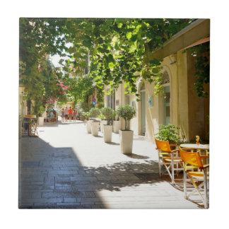 ギリシャ、コルフ島の通り、セラミックタイル タイル