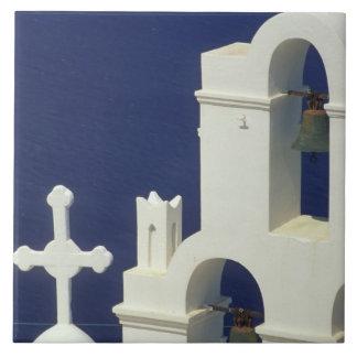 ギリシャ、Santorini。 ギリシャ教会の眺め タイル