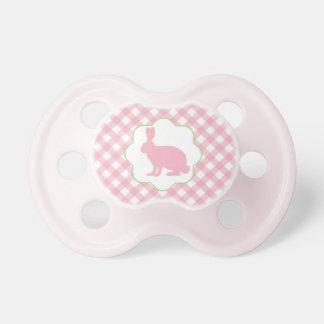 ギンガムのピンクのイースターのウサギのベビーの調停者は点検します おしゃぶり