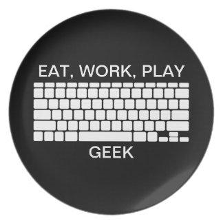 ギークのキーボードの白黒のプレートを食べて下さい、働かせて下さい、遊んで下さい ディナー皿