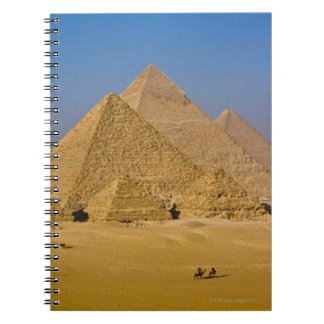 ギーザ、エジプトの素晴らしいピラミッド ノートブック