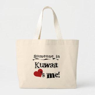クウェートの誰かは私を愛します ラージトートバッグ