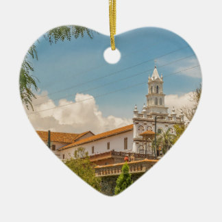 クエンカ、エクアドルの歴史的な中心 セラミックオーナメント