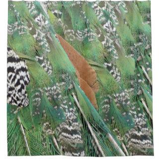 クジャクは混合された色に羽をつけます シャワーカーテン