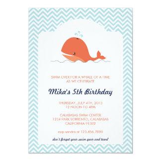 クジラの水泳の夏の誕生日のパーティの招待状 カード