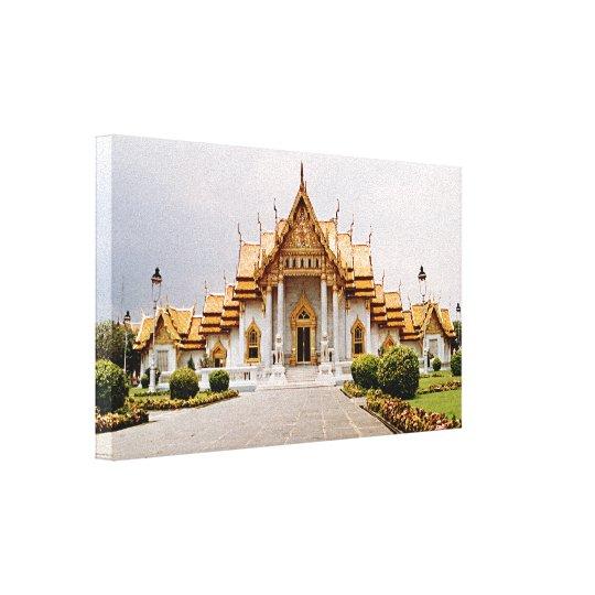 クメール王国のライオン上の金ゴールドの大理石の寺院 キャンバスプリント
