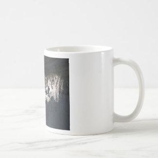 クモの巣か日光によって照らされる蜘蛛の巣 コーヒーマグカップ