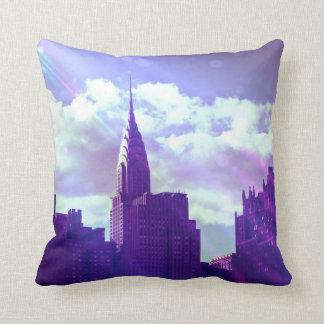 クライスラの建物-紫色-ニューヨークのおとぎ話 クッション
