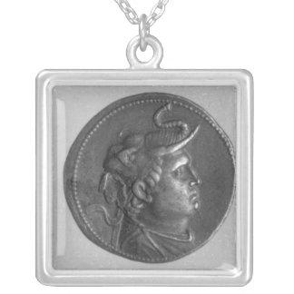 クラウディオス・プトレマイオスが鋳造する硬貨I シルバープレートネックレス