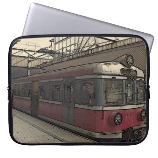 クラクフの風変わりで古風な列車 ラップトップスリーブ