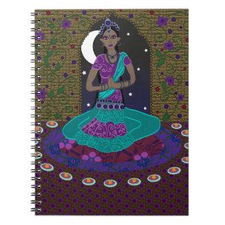 クラシカルなインドのダンサーのノート ノートブック