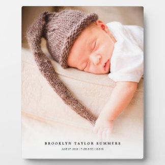 クラシックでシンプルで白い勾配の新生児の写真のイーゼル フォトプラーク