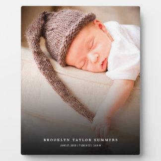クラシックでシンプルで黒い勾配の新生児の写真のイーゼル フォトプラーク