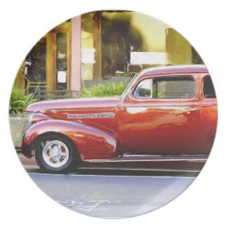 クラシックで赤い車 プレート