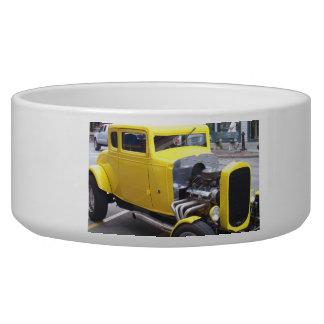 クラシックで黄色い車