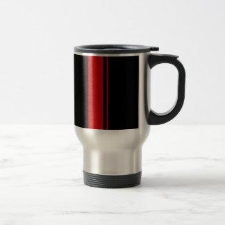 クラシックで黒く及び赤いレースカーは縞で飾ります トラベルマグ