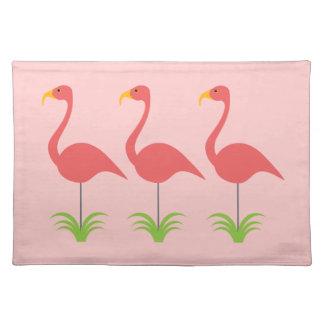 クラシックなおもしろい及びレトロの珊瑚のピンクの芝生のフラミンゴ ランチョンマット