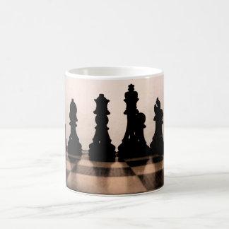 クラシックなチェス盤のマグ コーヒーマグカップ