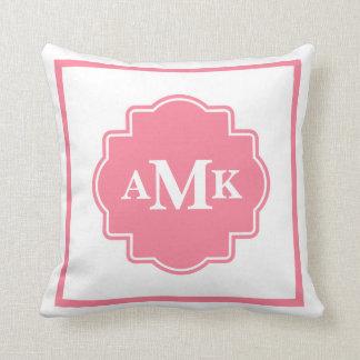 クラシックなピンクおよび白いモノグラムの枕 クッション