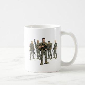 """クラシックなマグ- """"逆火""""の海兵隊員及びロゴ コーヒーマグカップ"""