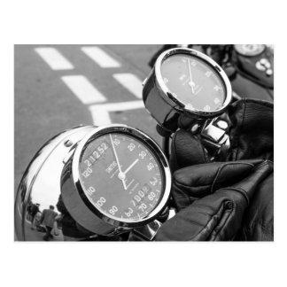 クラシックなモーターバイクの速度計 ポストカード