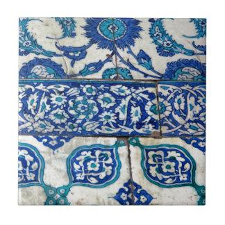 クラシックなヴィンテージのiznikの青および白いタイルパターン タイル
