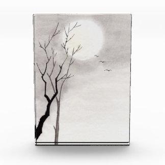 クラシックなヴィンテージ日本夜月の景色のsumi-e 表彰盾