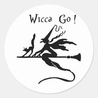 クラシックな円形のステッカーは、光沢のあるWicca行きます! ラウンドシール