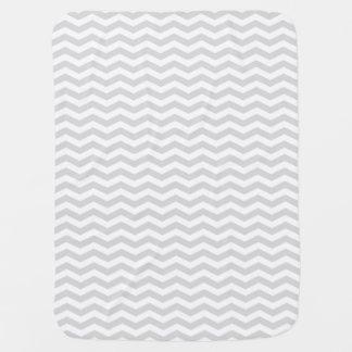 クラシックなLt灰色の白の薄いシェブロンのジグザグパターン ベビー ブランケット