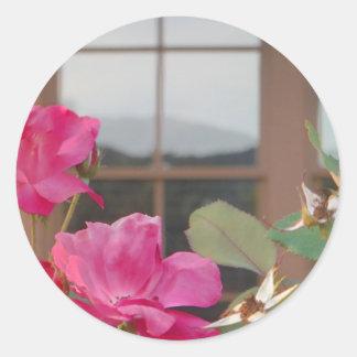 クラブハウスの窓のバラ及びMt.の反射 ラウンドシール