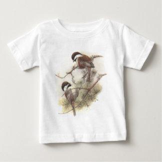 クリに支えられる《鳥》アメリカゴガラ ベビーTシャツ