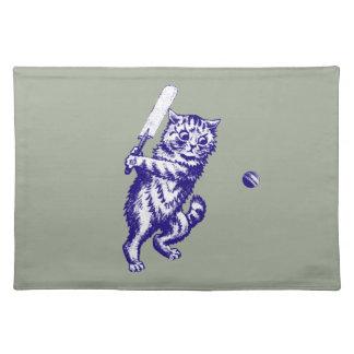 クリケットをする猫のギフト ランチョンマット