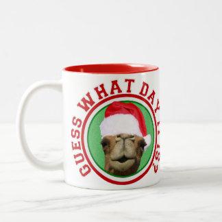クリスマスのこぶ日のラクダのサンタのコーヒー・マグ ツートーンマグカップ