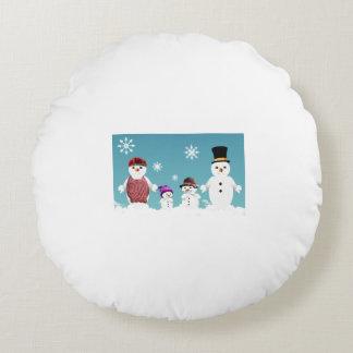 クリスマスのためのかわいい雪だるまの家族 ラウンドクッション