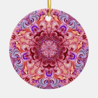クリスマスのオーナメントの咲く花の万華鏡のように千変万化するパターン セラミックオーナメント